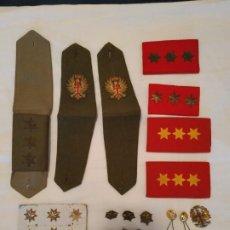 Militaria: LOTE DE OBJETOS MILITARES HOMBRERAS , ESTRELLAS , BOTONES , PASADOR , ETC VER FOTOS ANTIGUOS . Lote 194318187