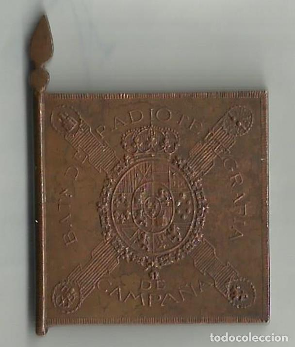 Militaria: EMBLEMA DE ALFONSO XIII ENTREGA DE ESTANDARTE 1921. ANNUAL - Foto 2 - 194334925