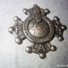Militaria: INSIGNIA ANTIGUA PEREGRINAJE MILITAR A LOURDES . Lote 194542307