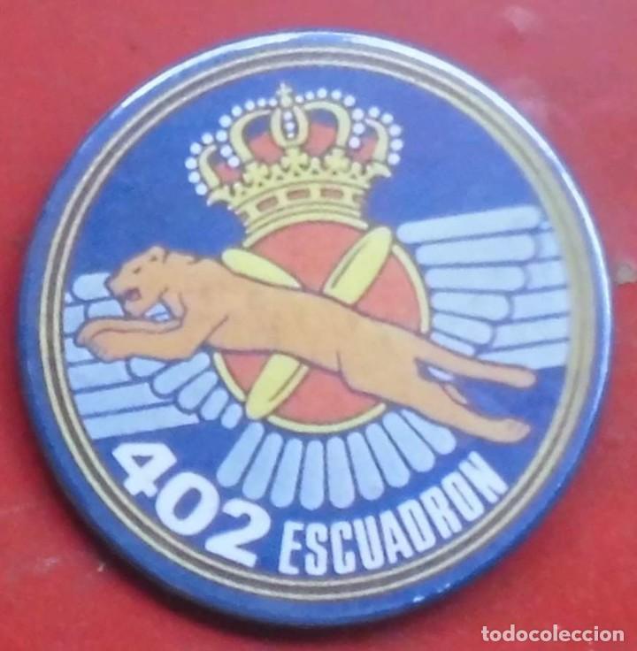 402 ESCUADRÓN DEL EJÉRCITO DEL AIRE. CHAPA NUEVA DE 57 MM (Militar - Insignias Militares Españolas y Pins)