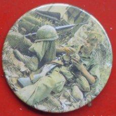 Militaria: DESCANSO EN EL COMBATE. GUERRA DE VIETNAM. CHAPA NUEVA DE 57 MM. Lote 194751935