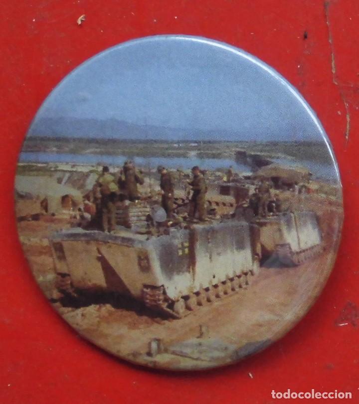 VEHÍCULO DE TRANSPORTE ANFIBIO. GUERRA DE VIETNAM. CHAPA NUEVA DE 57 MM (Militar - Insignias Militares Extranjeras y Pins)