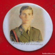 Militaria: FELIPE DE BORBÓN PRÍNCIPE DE ASTURIAS. CHAPA NUEVA DE 57 MM. Lote 194763520