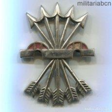 Militaria: INSIGNIA DE FALANGE, YUGO Y FLECHAS. MODELO QUE FUE UTILIZADO EN LA DIVISIÓN AZUL, 56 X 41 MM.. Lote 194764415
