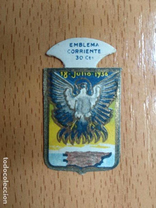 EMBLEMA AUXILIO SOCIAL - CORRIENTE - 30 CENTS. - SERIE E - Nº 16 - 18 DE JULIO DE 1936 (Militar - Insignias Militares Españolas y Pins)