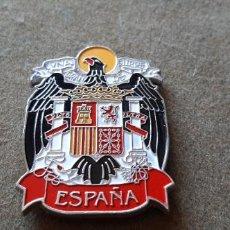 Militaria: PLACA CON IMÁN CON EL ESCUDO DE ESPAÑA CON EL AGUILA DE SAN JUAN . Lote 194990656
