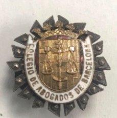 Militaria: ANTIGUA INSIGNIA SOLAPA ESMALTADA COLEGIO DE ABOGADOS DE BARCELONA. Lote 195171922