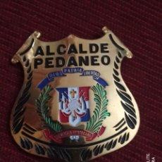 Militaria: PLACA METAL DE PECHO DE REPUBLICA SANTO DOMINGO ALCALDE PEDANEO POSIBLE SHERIFF POLICIA. Lote 195329781