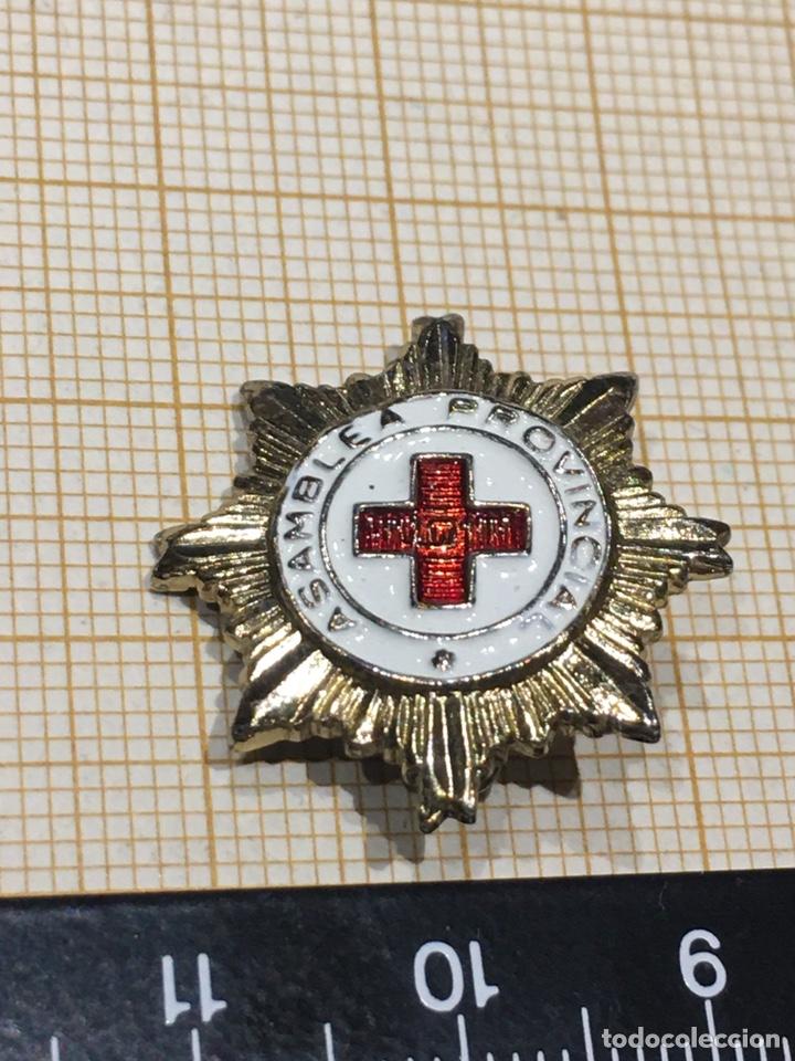 Militaria: Pin x Cruz Roja de la Asamblea Provincial - Foto 2 - 195334650