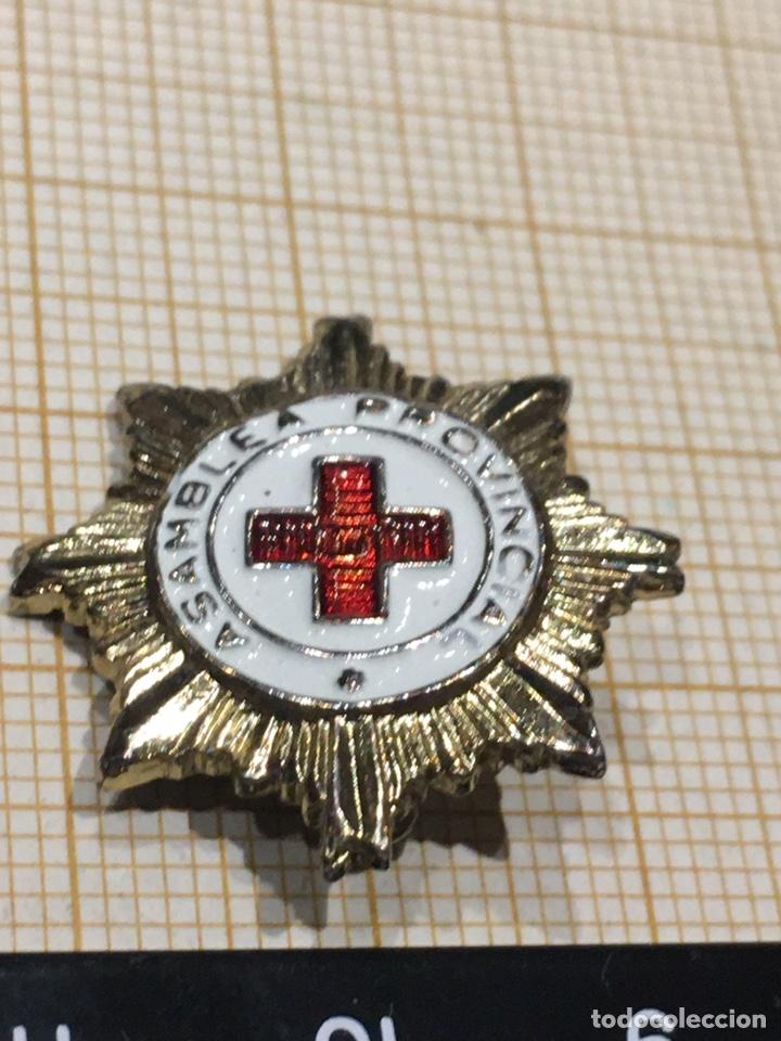 PIN X CRUZ ROJA DE LA ASAMBLEA PROVINCIAL (Militar - Insignias Militares Españolas y Pins)