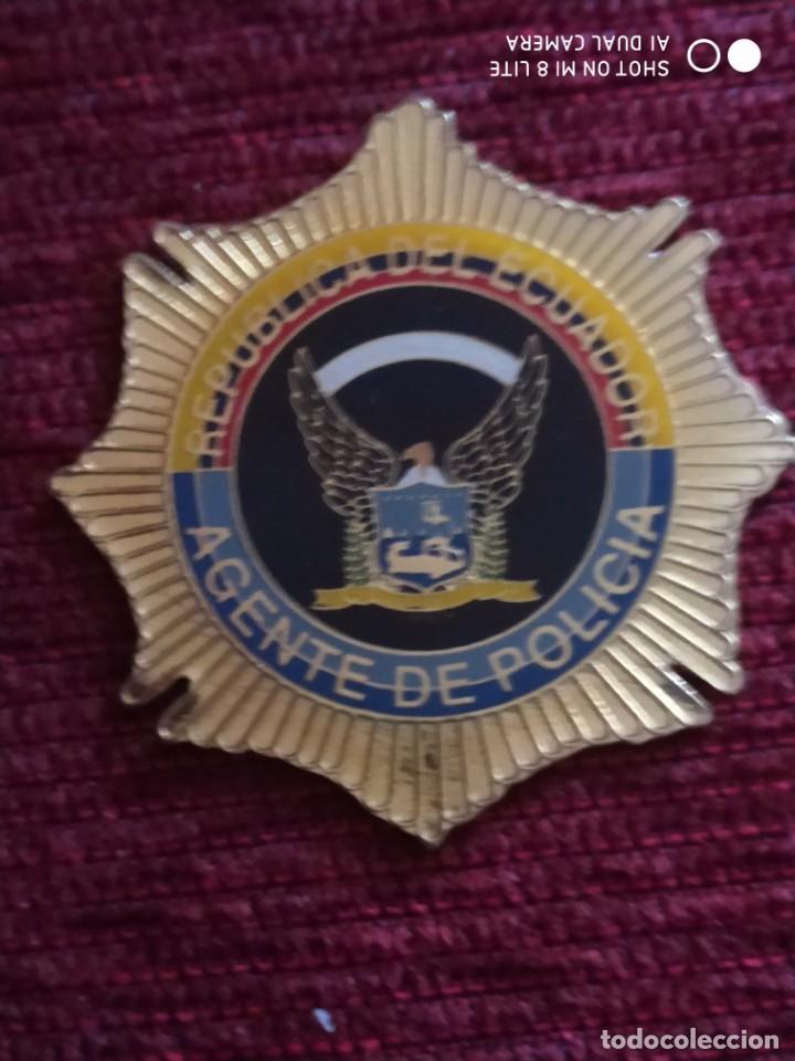 PLACA CARTERA POLICIA DE ECUADOR, DISTINTIVO, INSIGNIA POLICIAL (Militar - Insignias Militares Extranjeras y Pins)