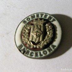 Militaria: ANTIGUA INSIGNIA MEDALLA SOMETENT BARCELONA ESMALTADA ESCUDO . DEFECTS. Lote 195514690