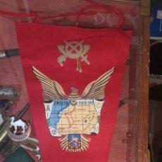 Militaria: BANDERÍN Y DISTINTIVO DE PECHO DEL SAHARA. Lote 196738935