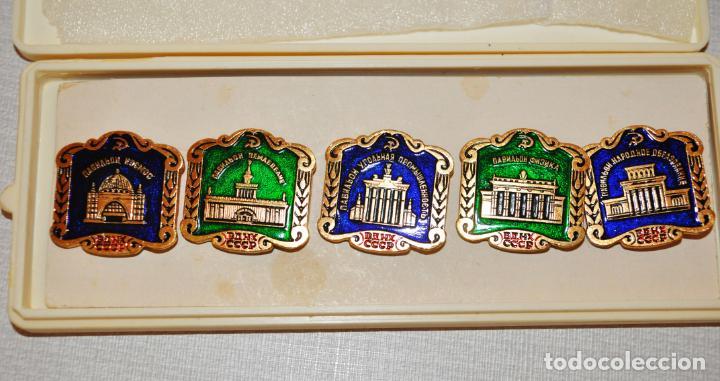 Militaria: Juego de insignias sovieticas con caja original.Soviet Exhibition Center.URSS - Foto 2 - 196785770