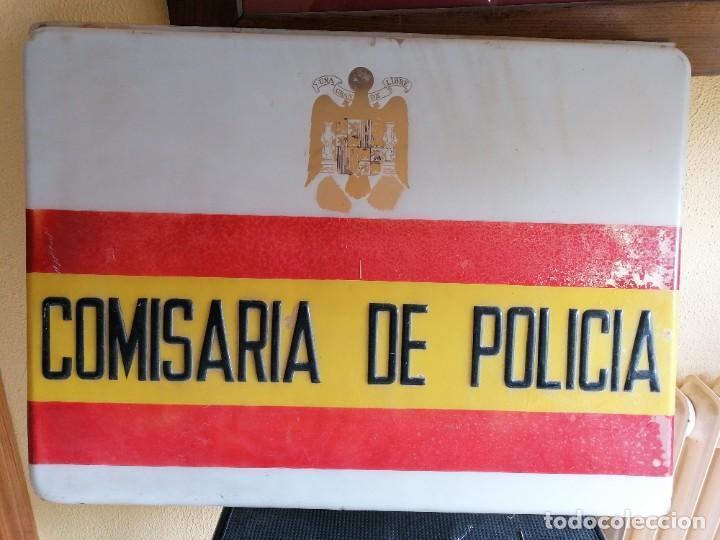 CARTEL DE COMISARÍA DE LA POLICÍA ARMADA ÉPOCA DE FRANCO (Militar - Insignias Militares Españolas y Pins)