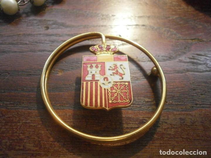 Militaria: Billetero Porta billetes anilla metálica dorada escudo de España esmaltado 5,5 cm. diámetro - Foto 2 - 25545777
