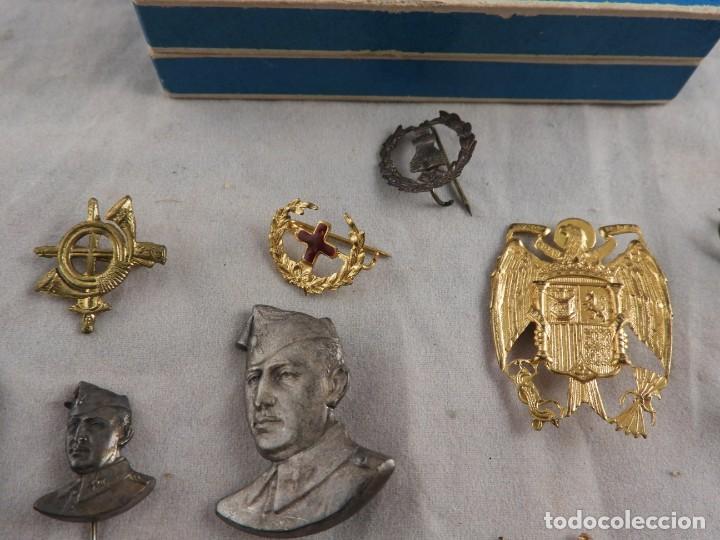 Militaria: CONJUNTO DE INSIGNIAS DE EPOCA DE FRANCO ANTIGUAS - Foto 3 - 208944005