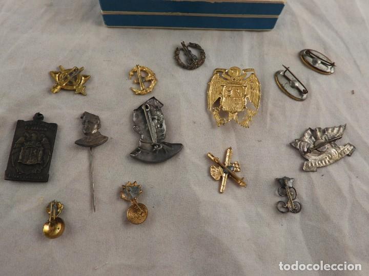 Militaria: CONJUNTO DE INSIGNIAS DE EPOCA DE FRANCO ANTIGUAS - Foto 6 - 208944005