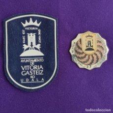 Militaria: PARCHE Y PLACA DE LA POLICIA MUNICIPAL DE VITORIA (ALAVA). ORIGINALES.. Lote 209024023