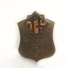 Militaria: ANTIGUA INSIGNIA GUARDIA URBANA DE BARCELONA ENGANCHE ROSCA. Lote 209365111