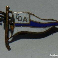 Militaria: INSIGNIA DE SOLAPA DEL CLUB DEPORTIVO ALAVES, FABRICADA POR C. PORTABELLA, BARCELONA, MIDE 1,5 CMS.. Lote 210271421