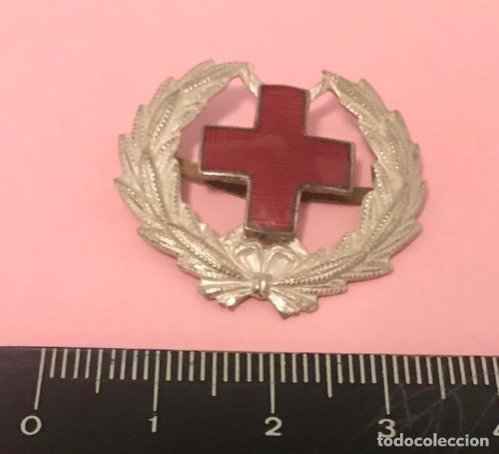 ANTIGUA INSIGNIA (NO PIN) ESMALTADA CRUZ ROJA MILITAR (Militar - Insignias Militares Españolas y Pins)