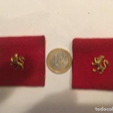 Militaria: INSIGNIAS PARA HOMBRERA LEON CON CORONA,DE LA O.J.E. ORGANIZACION DE JUVENTUDES ESPAÑOLAS, FALANGE. Lote 214048410