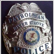Militaria: INSIGNIA PLACA DE POLICIA AMERICANA PATROLMAN DE RIVER GROVE DEL ESTADO DE ILLINOIS POLICE. Lote 214163865
