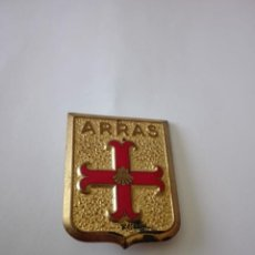 Militaria: INSIGNIA MILITAR ARRAS HERALDICA AGUJA IMPERDIBLE FRANCIA. Lote 214698888