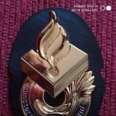 Militaria: PLACA GORRA DISTINTIVO POLICIAL AMSTERDAM. INSIGNIA HOLANDESA, POLICIA NACIONAL REGIONAL HOLANDA. Lote 215135351