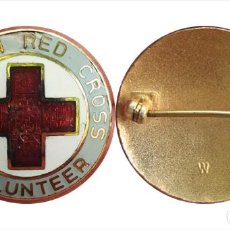 Militaria: ANTIGUA INSIGNIA AMERICAN RED CROSS VOLUNTEER, CRUZ ROJA AMERICANA-VOLUNTARIO VINTAGE. Lote 215186596