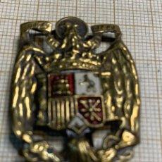 Militaria: EMBLEMA DORADO Y ESCUDO PINTADO ÁGUILA DE SAN JUAN. Lote 216975235