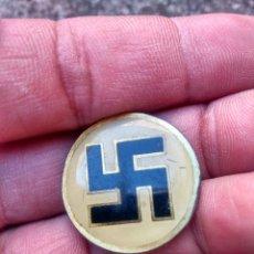 Militaria: SEGUNDA GUERRA MUNDIAL - CRUZ GAMADA ELECCIÓN DEL FÜRHER - ANTIGUA INSIGNIA DE ALFILER. Lote 217842251