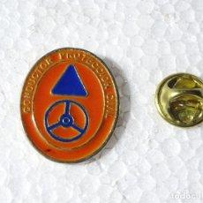 Militaria: PIN DE PROTECCIÓN CIVIL. CONDUCTOR. Lote 263797615
