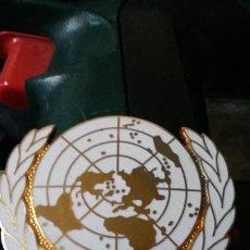 Militaria: INSIGNIA MILITAR NACIONES UNIDAS,CASCOS AZULES,LA ONU. Lote 220537947