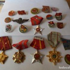 Militaria: MAGNIFICAS 20 INSIGNIAS EXTRANJERAS ANTIGUAS. Lote 220854225