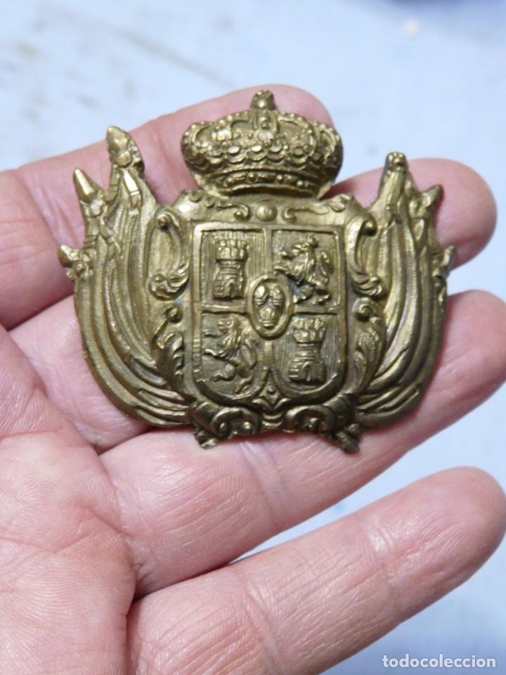 EMBLEMA PARA BANDOLERA O CARTUCHERIN ALFONSINO (Militar - Insignias Militares Internacionales y Pins)