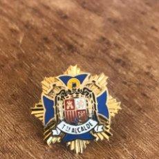 Militaria: INSIGNIA ESMALTADA DE ROSCA DE TENIENTE ALCADALDE, CIVIL FRANQUISTA.. Lote 221639827