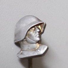 Militaria: ANTIGUO Y BONITO ALFILER PIN EJERCITO SUIZO - PEKA HUGUENIN FIRMADO POR DETRAS - ARMÉE SUISSE SWISS. Lote 221901880