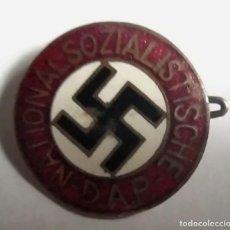 Militaria: DISTINTIVO ESMALTADO DE PARTIDO NACIONAL SOCIALISTA ALEMÁN (NSDAP). ORIGINAL.. Lote 221929356