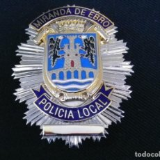Militaria: PLACA DE PECHO DE LA POLICIA LOCAL DE MIRANDA DE EBRO (BURGOS).. Lote 221947671