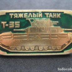 Militaria: PIN, INSIGNIA TANQUE RUSO SOVIETICO T-35. Lote 222131966