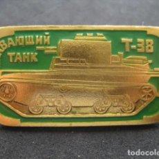 Militaria: PIN, INSIGNIA TANQUE RUSO SOVIETICO T-38. Lote 222132016