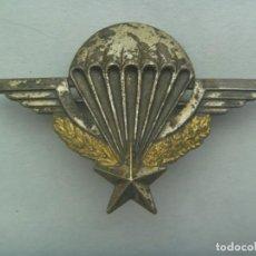 Militaria: PARACAIDISMO : EMBLEMA ANTIGUO DE ALAS DE LOS PARACAIDISTAS DE FRANCIA. VER ENGANCHE TRASERO. Lote 222166351