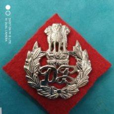 Militaria: ANTIGUA Y ORIGINAL PLACA GORRA DE LA POLICIA DE NUEVA DELHI INDIA, DISTINTIVO POLICIAL ASIA. Lote 222972591