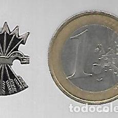 Militaria: ANTIGUO PIN INSIGNIA YUGO Y FLECHAS DE FALANGE ESPAÑOLA. PLATEADO.. Lote 223117865