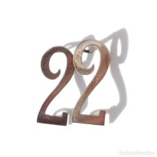 Militaria: DISTINTIVOS NUMERAL DE CUELLO Nº 2.- 2,5 CM ALTO.. Lote 224355875