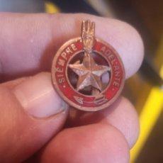 Militaria: INSIGNIAS DE LOS BOY SCOUTS SIEMPRE DELANTE. Lote 225102150
