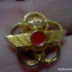 Militaria: AVIACION EJERCITO AIRE ALAS BAJO CORONA METAL DORADO PIN PINCHO INSIGNIA 1,8 CMS ALTO. Lote 226621665
