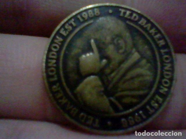 TED BAKER 1988 LONDON MEDALLA MONEDA TOKEN EAST WEST TED IS THE BEST 2,5 CMS (Militar - Insignias Militares Españolas y Pins)
